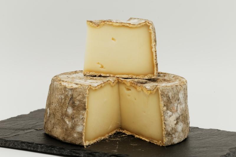 ardoise charcuterie fromage fromage de chèvre tranché