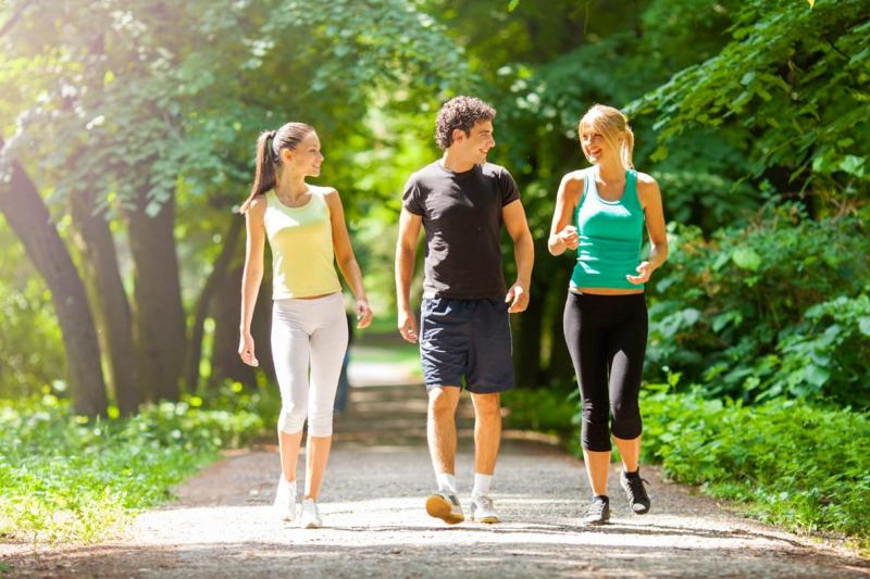 calories marche marcher avec des amis pour perdre du poids