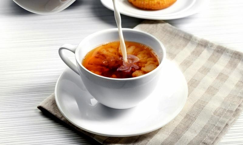 chai latte recette thé au lait dans une tasse