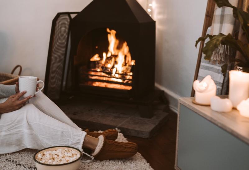 chauffage système maison tapis moelleux feu ouvert ou fermé efficacité