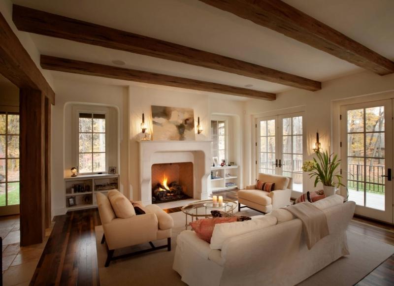 cheminée blanche plafond avec poutres apparentes bois deco salon cosy