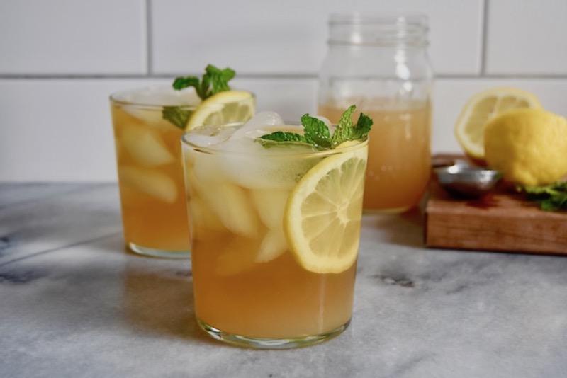 cocktails maison idée de menthe fraiche sirop au citron aux glaçons