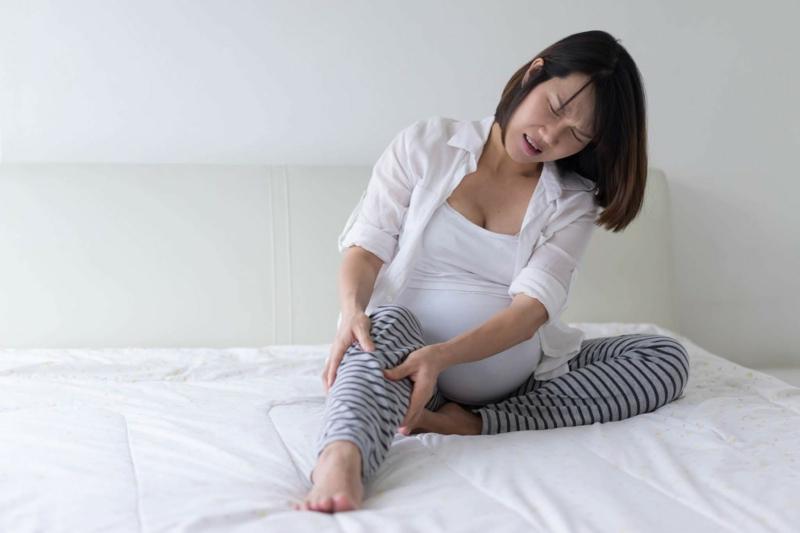 comment éviter les crampes nocturnes une femme enceinte qui a mal au mollet