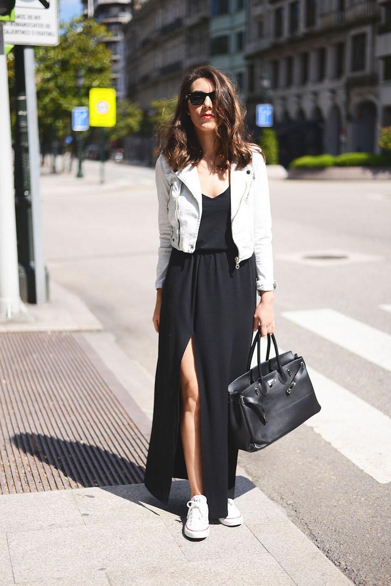 comment trouver son style vestimentaire robe noire et tennis blancs
