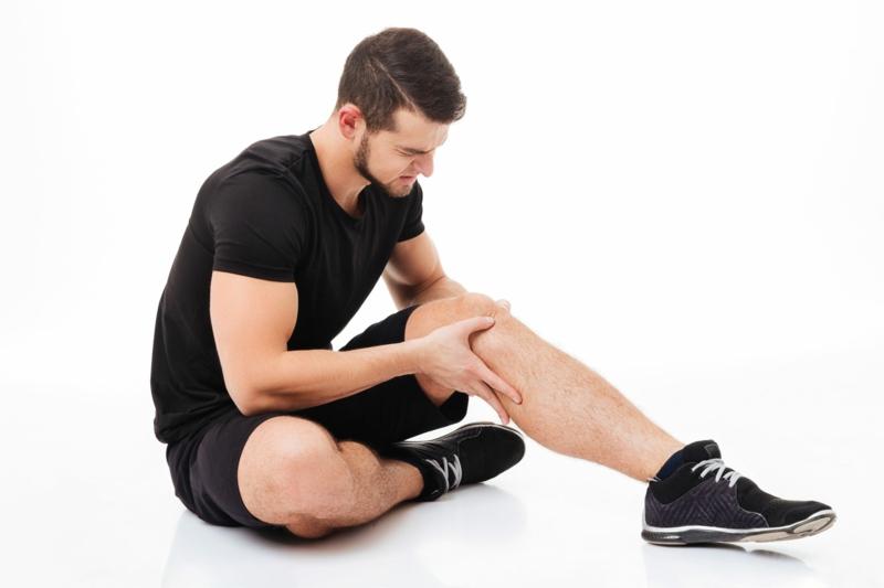 crampe nocturne mollet un homme qui a fatigué ses muscles