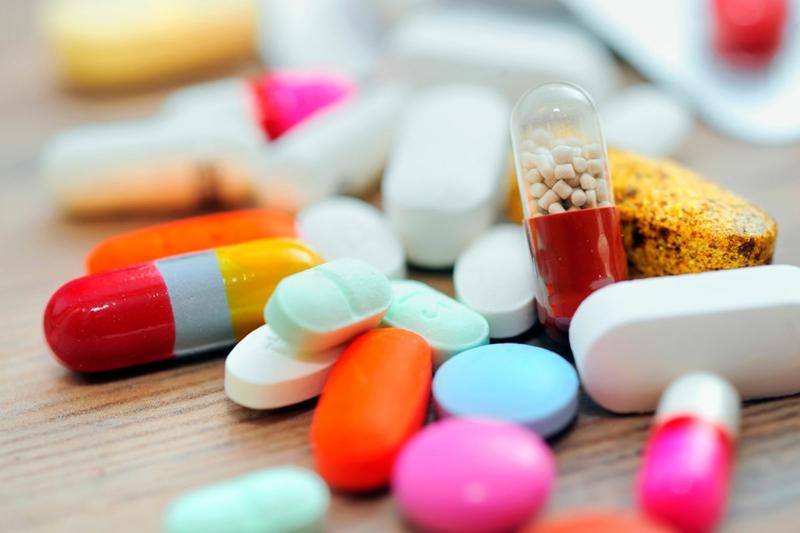 crampe orteil médicaments en pilules en couleurs différentes