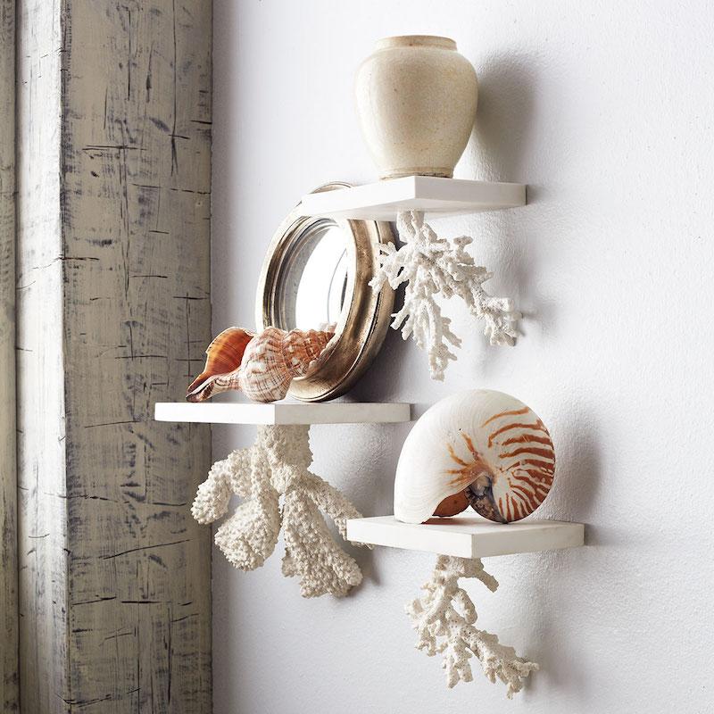 création avec des coquillages étagère stylée au style estival