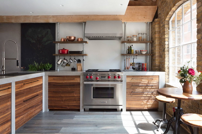 cuisine noir et bois quelle couleur mur étagères en bois et métal