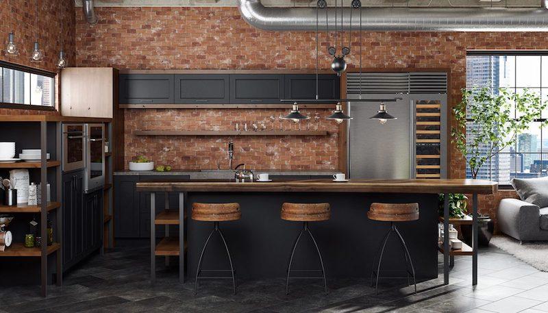 cuisine noire plan de travail bois=mur en briques marron tabourets en métal