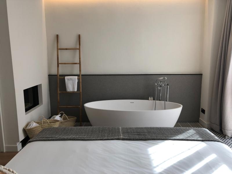 déco chambre a coucher avec baignoire échelle décorative serviettes