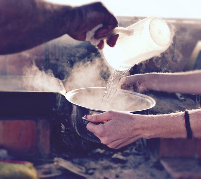 de l eau bouillante exemple désherbant naturel efficace maison facile à faire