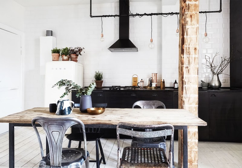 deco cuisine noir et bois au style industiel murs blancs