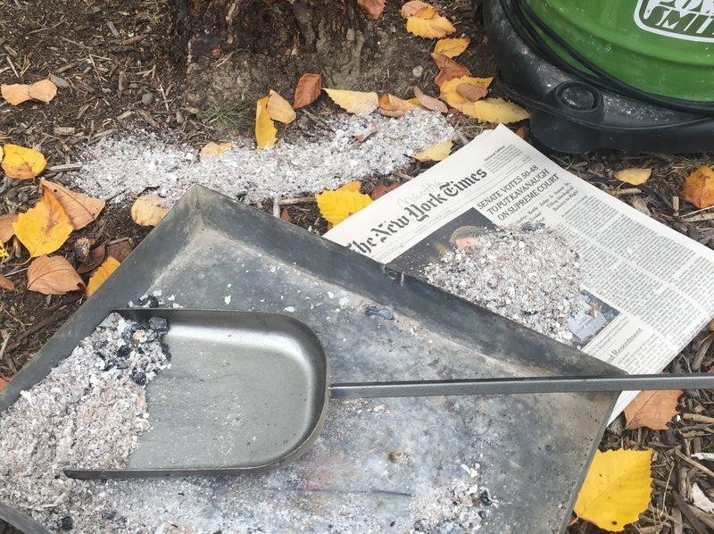 des cendres pour désherbage nature et sans effort dans le jardin