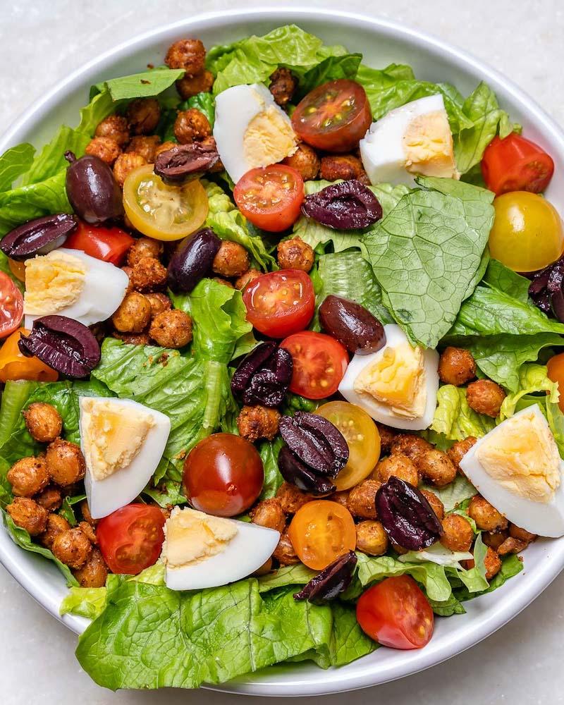 différence salade grecque et crétoise salade avec pois chiche et œufs