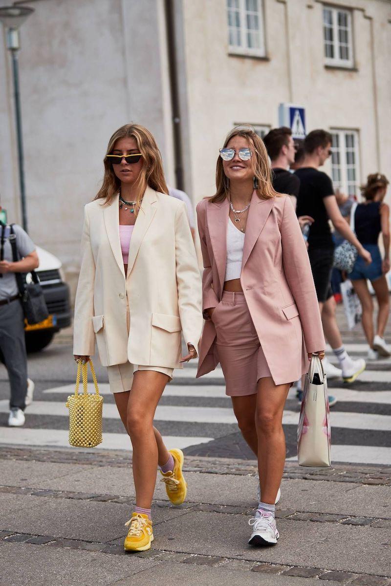 Tailleur short pour femme – une tenue, plusieurs styles