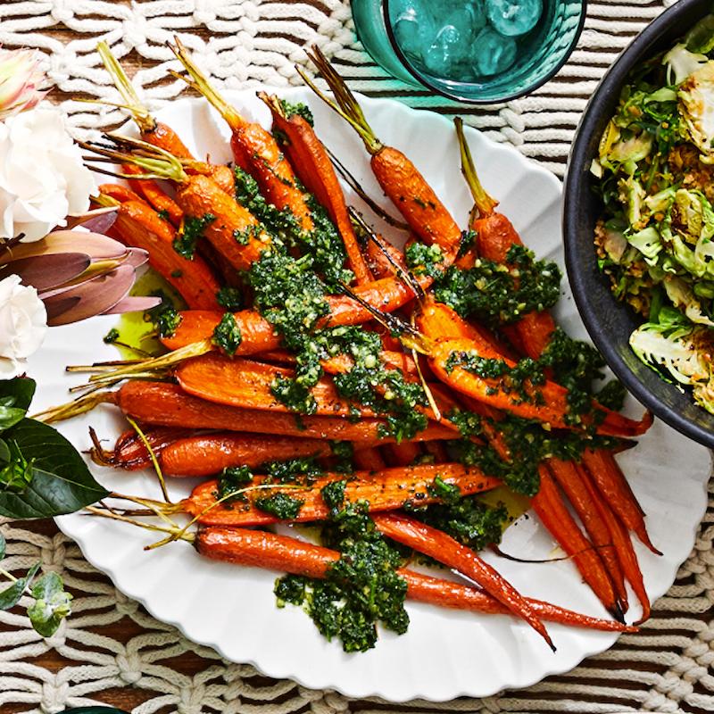exemple de carottes grillées avec du pesto de fanes simple a faire
