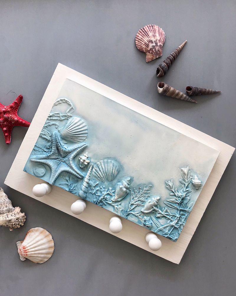 faire un tableau avec des coquillages peint en bleu
