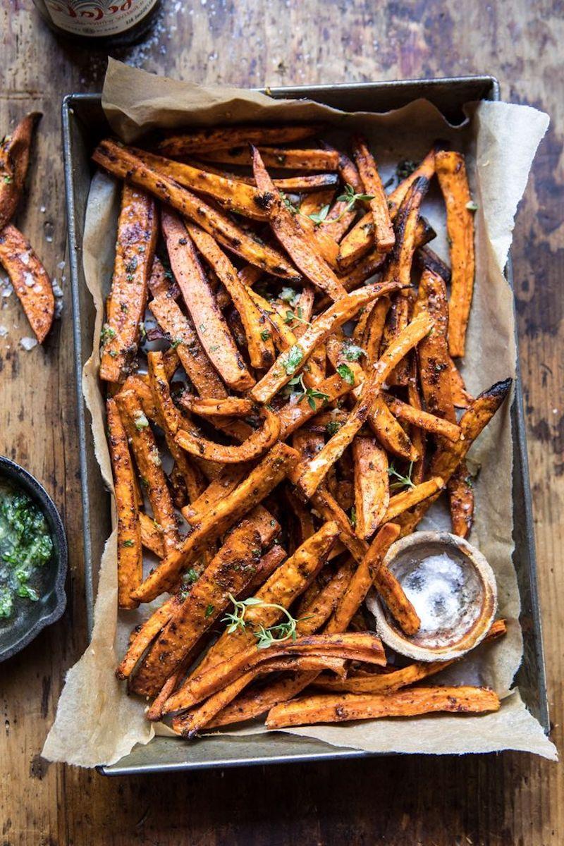 frite de patate douce au four croustillante avec sauce