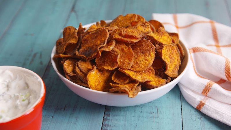 frite de patate douce croustillante au four sous forme de chips
