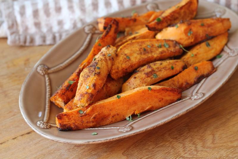 frites de patates douces au four croustillantes aux herbes