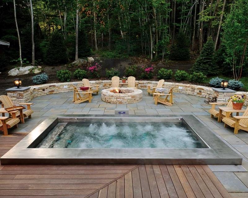 idée aménagement extérieur avec bassin eau chaude terrasse bois