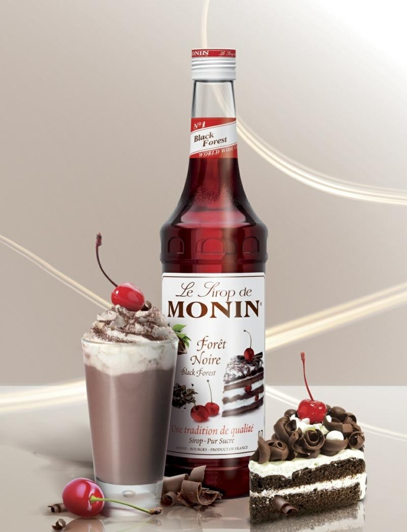 latte glacé recette aux fruits avec un morceau de gâteau.jpeg