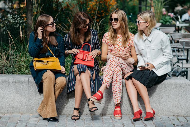les différents styles vestimentaires quatres femmes tenues diverses