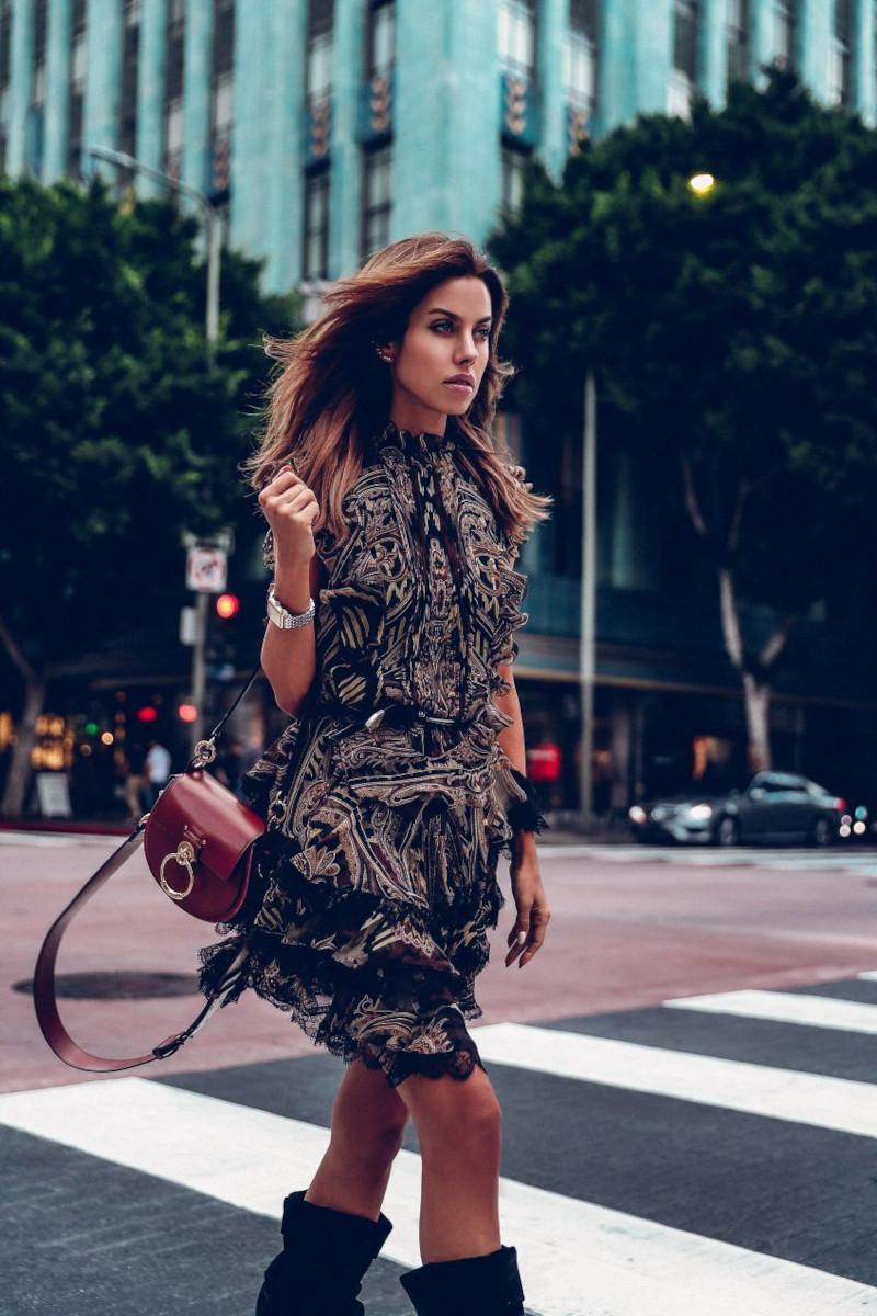 look automne femme robe chic taille jusqu aux genoux bottes en cuir