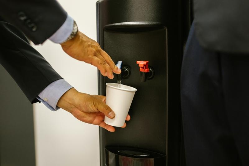 mobilier de bureau fontaine à eau filtré