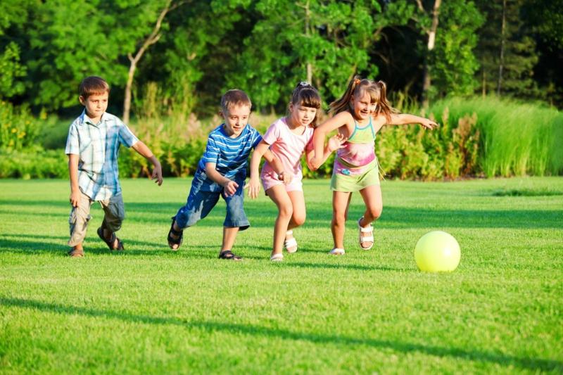 ou trouver du sel d epsom des enfants qui jouent sur la pelouse