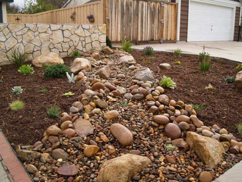 paillage de jardin paillage non organique de gravier dans le jardin