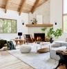 plafond bois peinture blanche deco salon cosy cheminée d angle