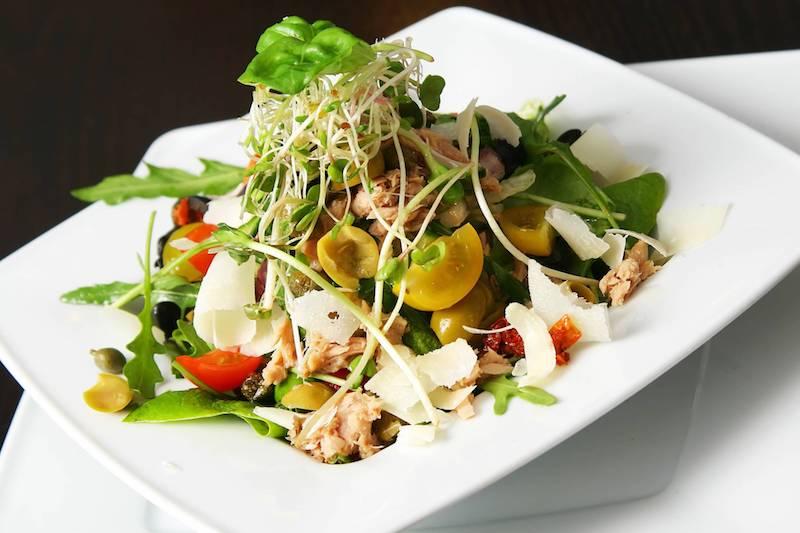 recette salade composée froide au parmesan tomates thon roquette