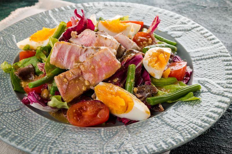 recette salade composée froide au saumon et œufs