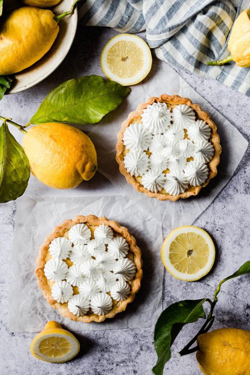 recette tarte au citron meringuée deux tartes citrons comme décoration