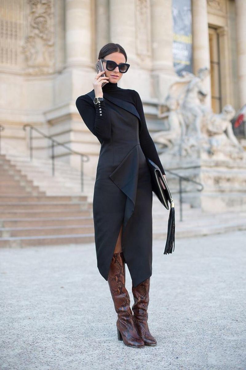 robe droite fluide chic noire tenue de business bottes marron