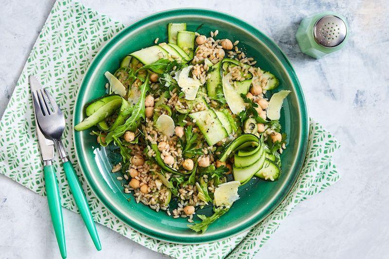 salade de pois chiche avec des courgettes et du riz