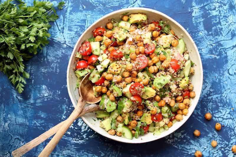 salade de pois chiche marocaine avec des concombres