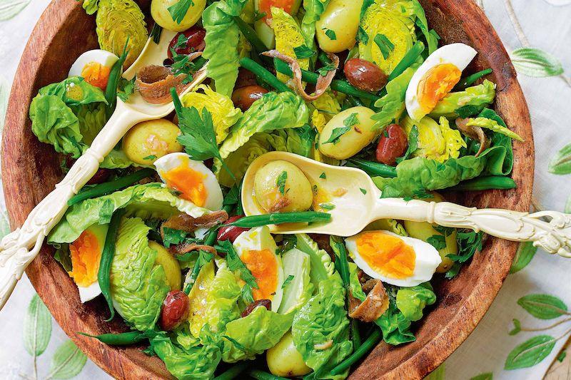 salade nicoise traditionnelle à la salade verte œufs olives haricots verts