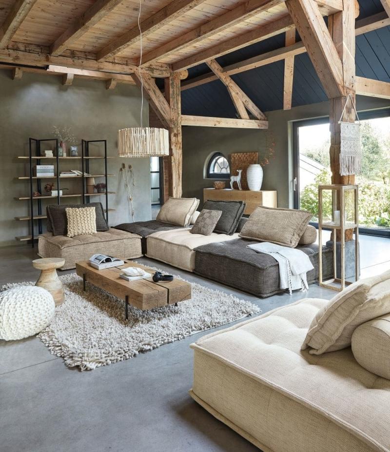 salon cosy moderne tapis moelleux beige poutres plafond bois apparent