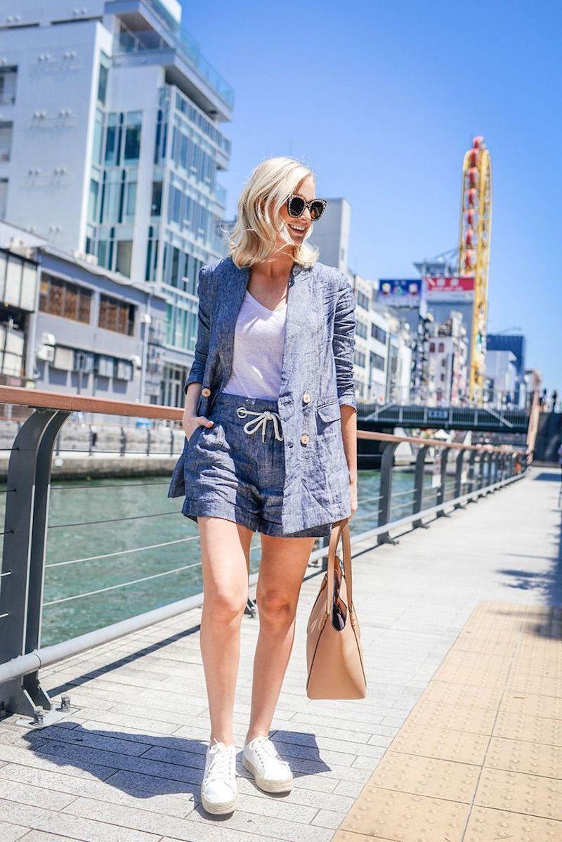 short fluide femme bleu t shirt blanc
