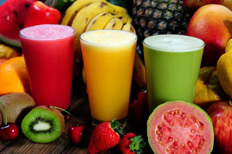 smoothie legume trois types de smoothies aux légumes et aux fruits