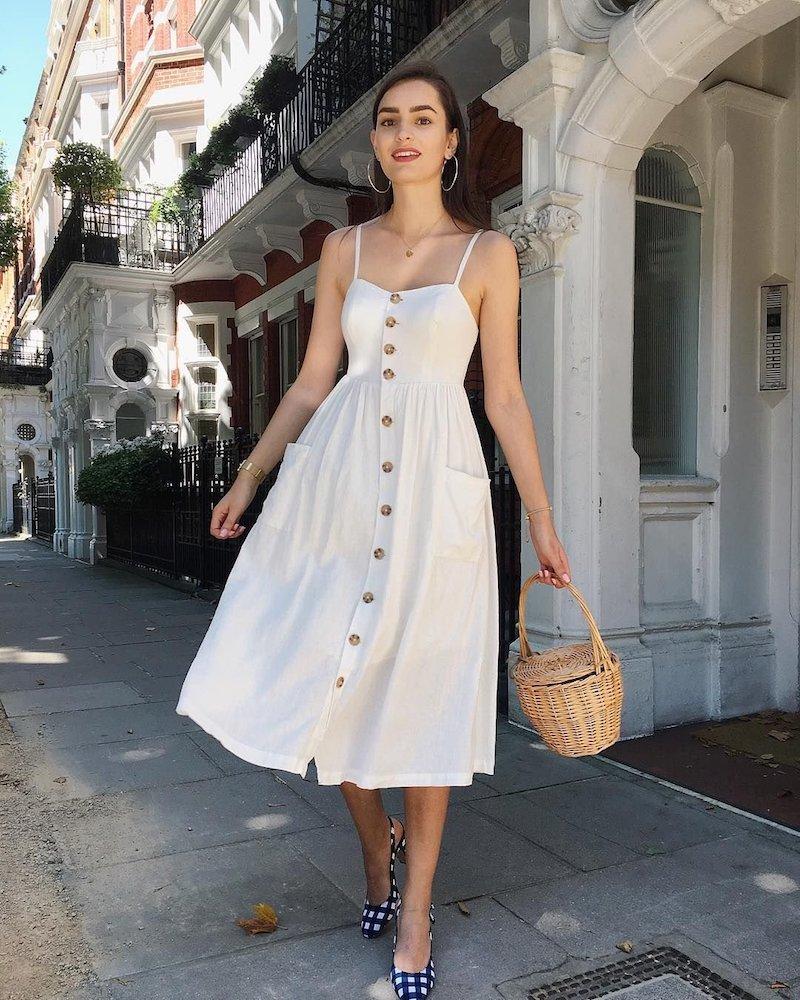 style romantique robe blanche avec boutons et panier