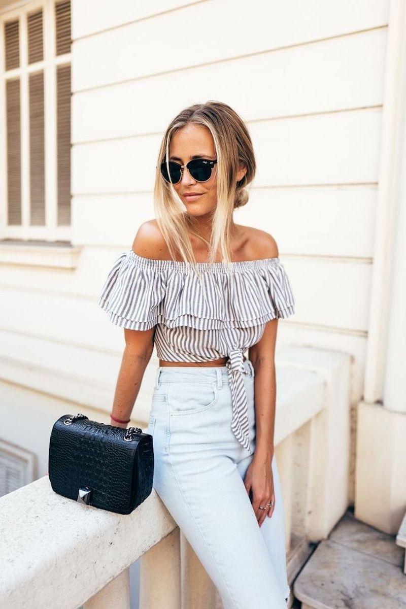 style vestimenatire femme jeans blancs et top romantique