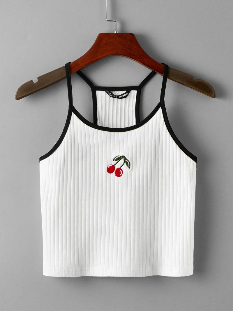 style vestimentaire ado haut blanc avec une cerise brodée