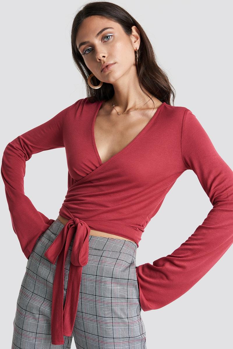 style vestimentaire ado haut cache coeur rouge avec des manches longues