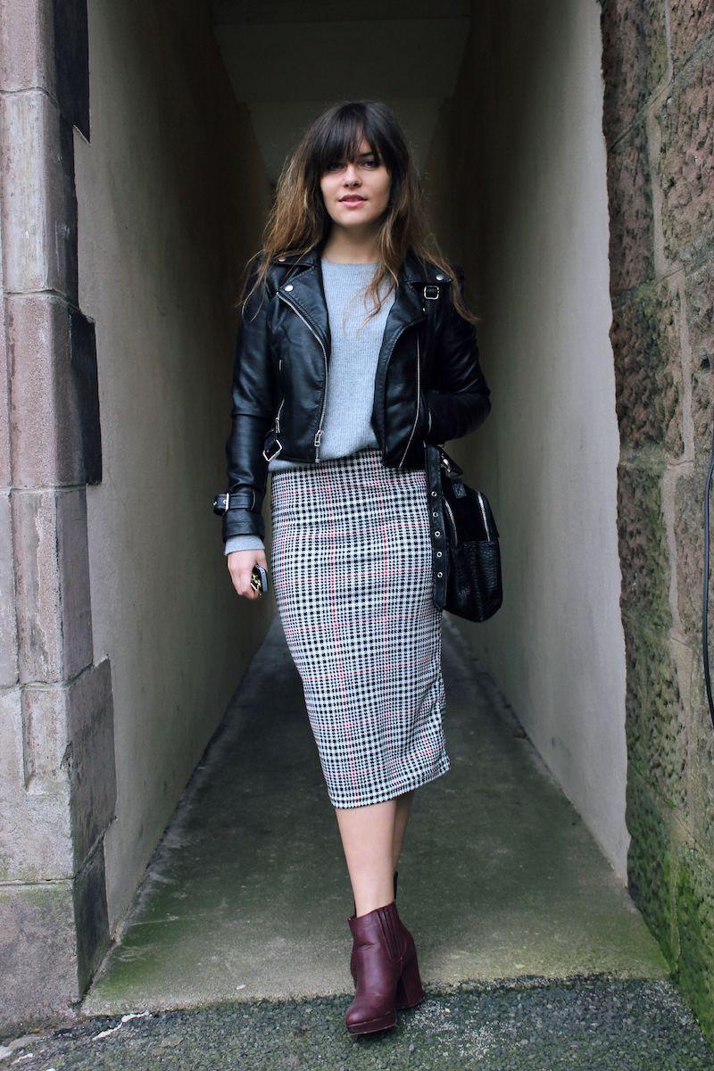 style vestimentaire femme en perfecto en cuir jupe en prince de galles