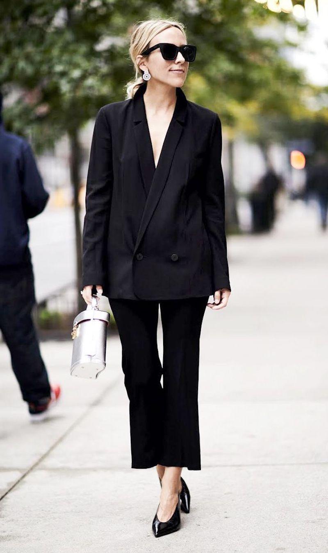 style vestimentaire femme tailleur noir stylé sac à main argenté