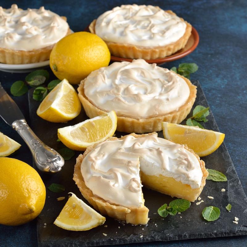 tartalette citron meringuée servie d une maniere jolie et originale