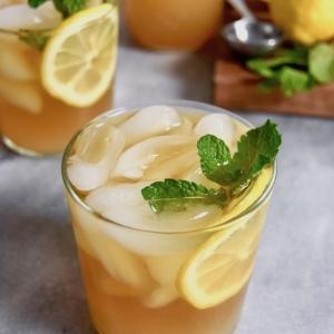 Sirop de menthe maison - recettes + idées de boissons et cocktails frais à faire avec